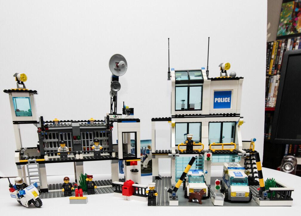 Lego City 7744 Police Station In Brick Lane London Gumtree