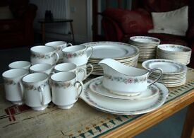 "Royal Albert Paragon ""Belinda"" 54 pieces of bone china tableware"