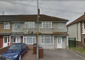 SPACIOUS 3 BEDROOM HOUSE IN DAGENHAM RM10 WITH DRIVEWAY **PART DSS ACCEPTED**