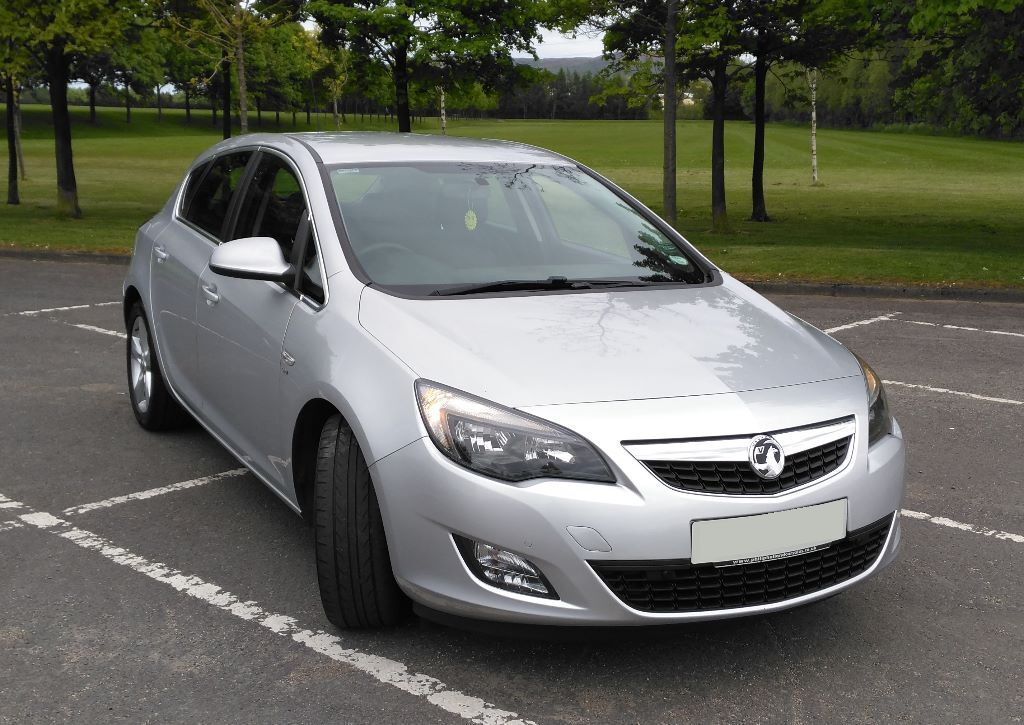price drop 2011 silver vauxhall astra 1 7 cdti sri in