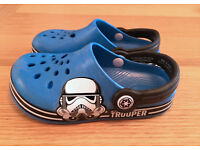 Boys Star Wars Storm Trooper Mules Beach Shoes / Crocs Size 10 (28) Infant, blue, great condition