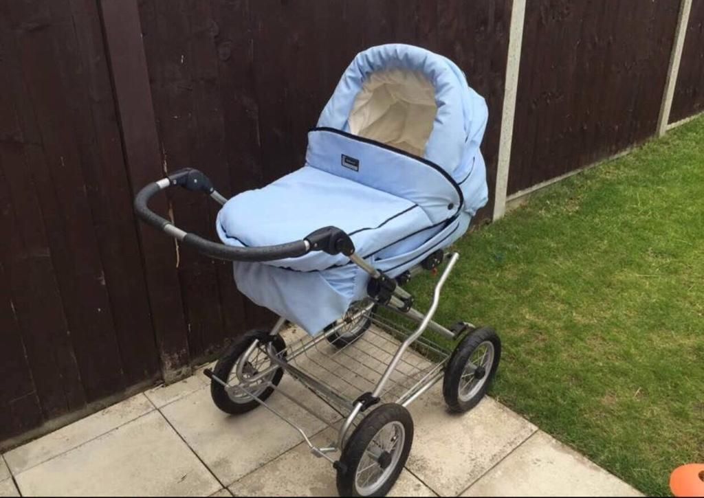Pram/Push chair with cosy toes and umbrella