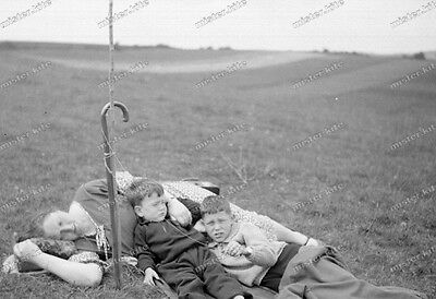 Vintage Photo negativ-1930-Young-cute-Boy-teen-sleeping with mom-1 ()