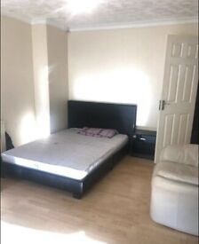 Large Double room to Rent. DSS tenant accepted with Guarantor. 2 Week Deposit. £575 Inc. all Bills