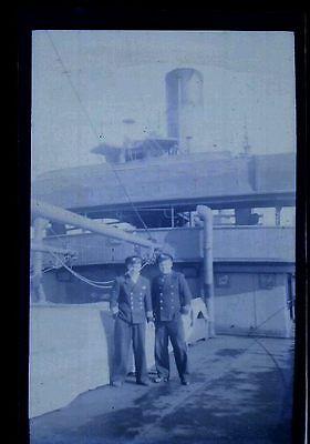 2,Matelots sur le pont d'un bateau - Ancien négatif Photo