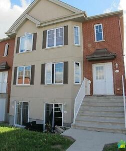 Great townhouse on 2 stories - Brossard C-Sector