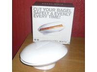 BAGEL MATE SAFE BAGEL CUTTER IN WHITE