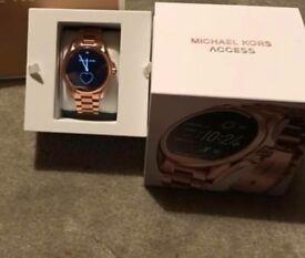 Michael kors smart watch rose gold