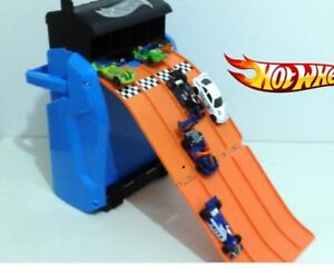 HOT WHEELS BATTLE RAMP RACER and lot of 19 cars