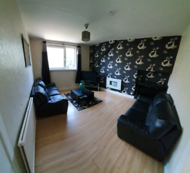 Bright and spacious part furnished city centre 3 bedroom flat