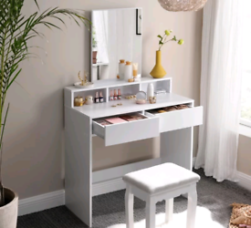 BRAND NEW VANITY TABLE AND MIRROR