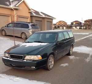 SOLD 2000 Volvo V70 Wagon 2.4L / Heated Leather Seats / Sunroof