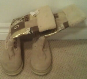 (NEW) GUESS GIRL / WOMEN'S BOOTS (SIZE 7 M)