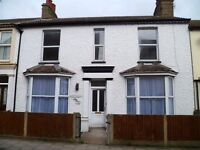 Large holiday cottage, Walton on The Naze Essex, sleeps up to 10, pets welcome, ample parking.