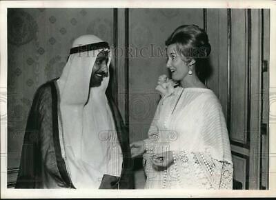 1973 Press Photo Shaikh Sultan Mohammed Al Qasimi chatting with Mrs Michael Cone