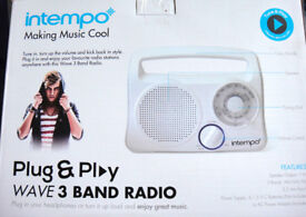 White Radio, (New & Boxed) 3 band! Portable, Easy to use, Mains or Batteries £12