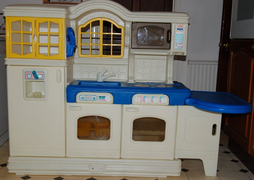Country Kitchen Play Cube