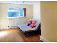 GOOD-SIZED ROOM WITH EN SUITE BATHROOM LOCATED IN BARNET AVAILABLE NOW FOR £525 PER MONTH!