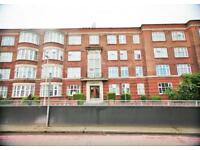 3 bedroom flat in Quadrant Close, The Burroughs, Hendon NW4