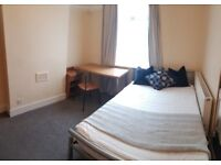 Newly Redecorated Large Double Room in Spacious House close to East Croydon Station