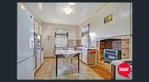 3 Bedroom $360 WALK to STATION , PET friendly
