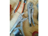 Self grip pliers