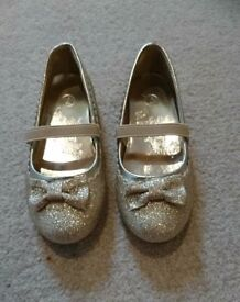Toddler girls size 7 gold sparkly party shoes