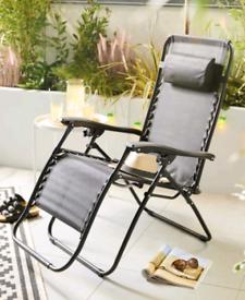 Zero gravity recliner chair