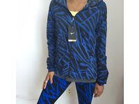 Nike Impossibly Light Running Jacket in S- Blue Palm NWT