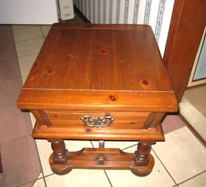 Nice large Solid Wood Side/End Table with drawer in good conditi
