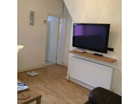 A very nice double bedroom in a three bed house avaialbel to a clean, tidy and quiet person