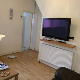A very nice and clean double bedroom in a three bedroom house for long term tenants