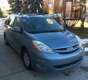 2006 Toyota Sienna 7 passenger Leather Loaded DvD Low Kms!