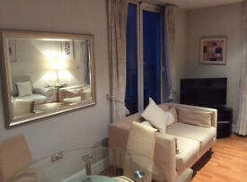 Bright Spacious Flat with Balconies 150m from Tower of London