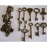 Rusty ornate Skeleton 1800's keys 25 pc lot steampunk #220725