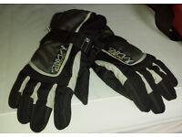 Men's gloves by Salomon for ski