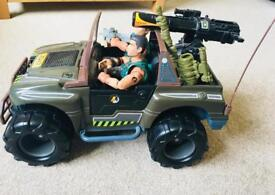 Action man jeep 2x action figures & a few accessories