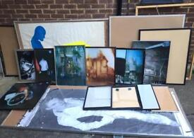 Job lot of 17 wooden and metal picture frames, with and without artwork. Most in good condition