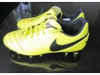 Nike Tiempo - Boys/Junior Size 2