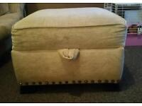 **free!!** foot stool / pouffe with storage