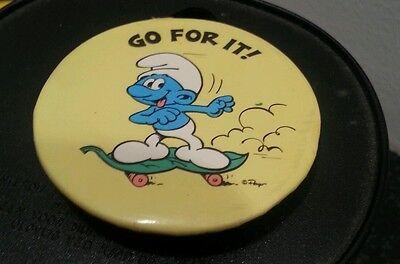 Vtg 1980 The Smurfs Skateboard Smurf  Pinback Button Peyo W Berrie Co USA c33
