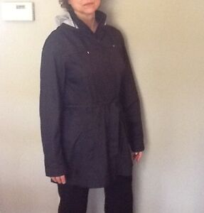 MARMOT RAIN JACKET.     PERFECT FOR TRAVEL Windsor Region Ontario image 2