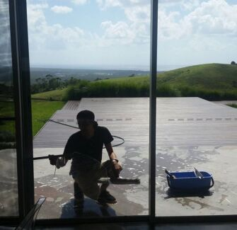 experienced window cleaner needed byron bay and surrounds