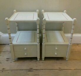 PAIR OF HEAVY VINTAGE BEDSIDE CABINET/ CUPBOARDS/ SIDE TABLES
