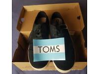 Authentic TOMS blk canvas Woman's Paseos.