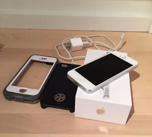 WHITE IPHONE 5 FOR SALE + ACCESSORIES