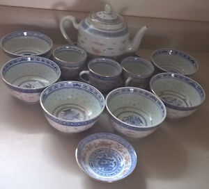 Vintage Asian Rice Grain Pattern Blue & Whites Rice Bowls & Tea