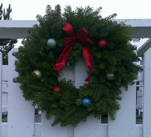 Christmas Wreaths & Decorative Brush