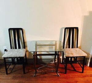 Tv glass table with 2 chairs
