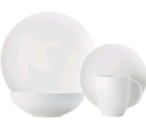 Maxwell and William's 16 piece dinner set
